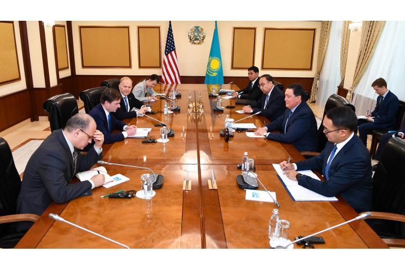 Аскар Мамин обсудил с заместителем Госсекретаря США развитие торгово-экономического сотрудничества