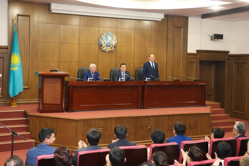 Аскар Мамин представил нового министра труда и социальной защиты населения РК