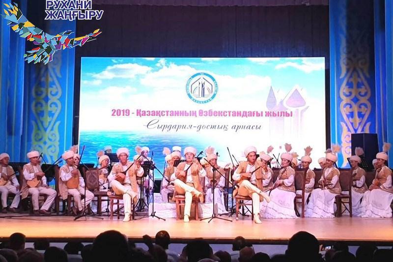 Кызылординский драмтеатр показал в Ташкенте спектакль «Нарком Жургенов»