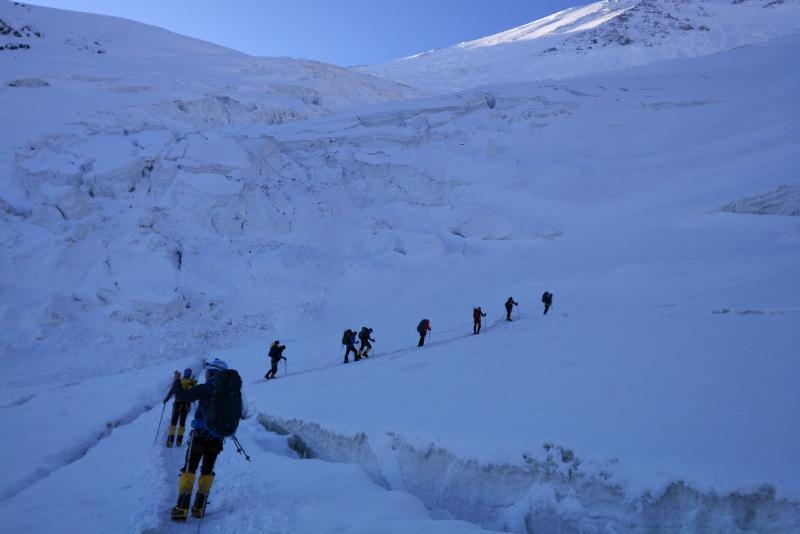 Missing climbers: Bad weather delays search operations