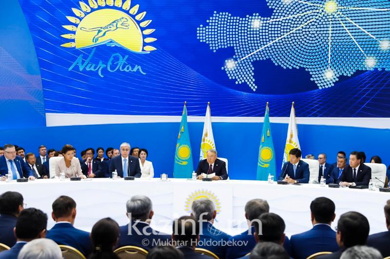 纳扎尔巴耶夫主持召开祖国之光党政治委员会扩大会议