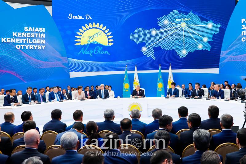 Нурсултан Назарбаев отметил работу Бердибека Сапарбаева