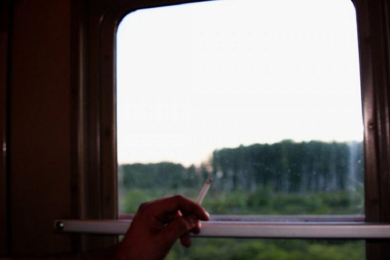 Курить в поездах запретят казахстанцам