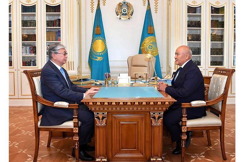 托卡耶夫总统接见突厥斯坦州州长舒克耶夫