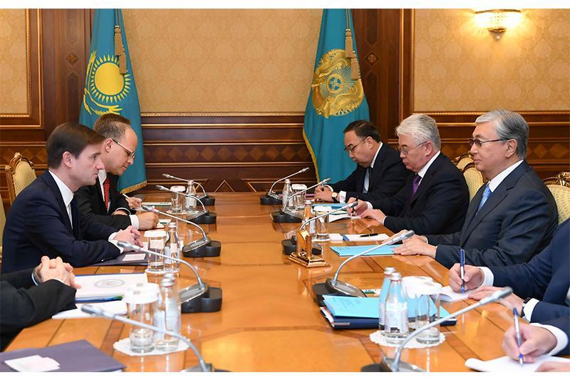 托卡耶夫总统会见美国副国务卿黑尔