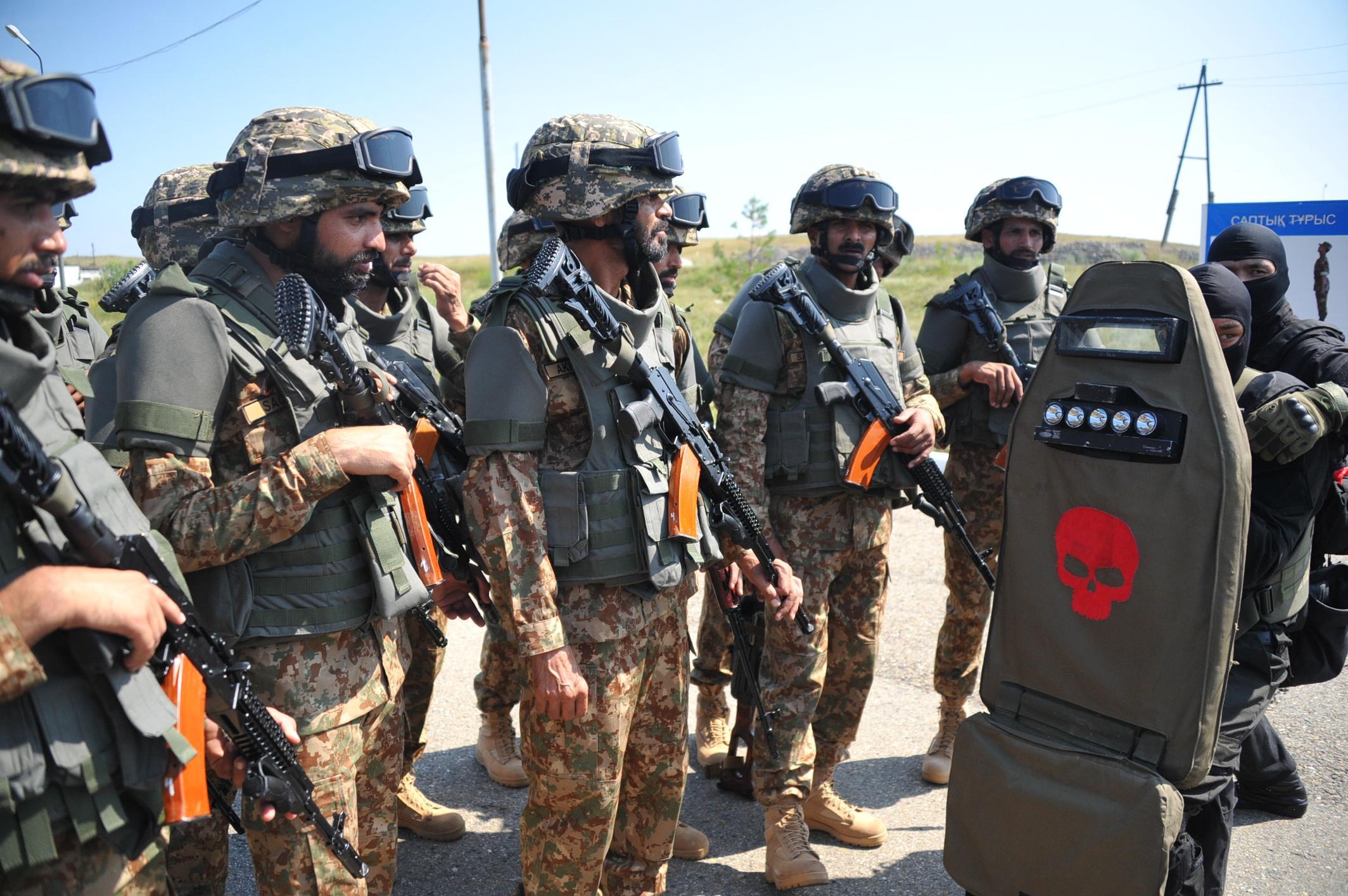 哈萨克斯坦和巴基斯坦举行联合军事演习