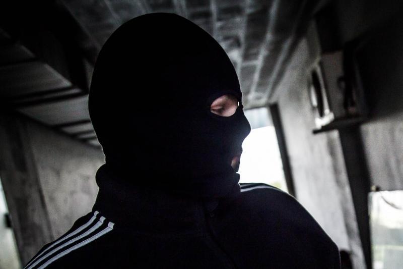 Разбойник в маске напал на 83-летнюю акмолинку