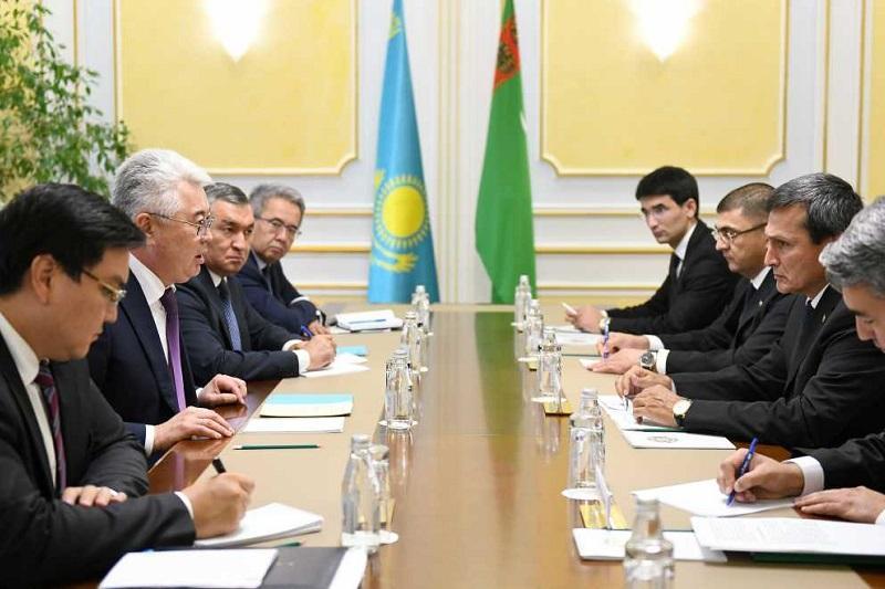 阿塔姆库洛夫会见土库曼斯坦外长