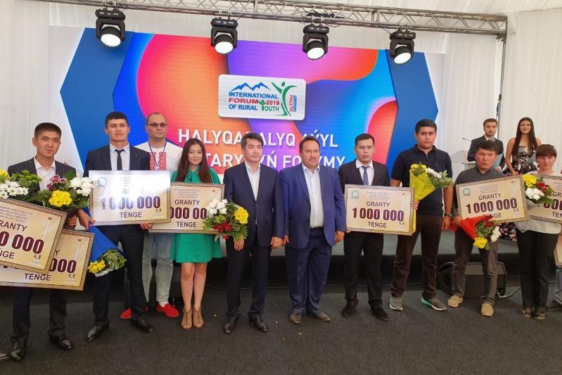 Молодым сельским предпринимателям вручили гранты акима Карагандинской области