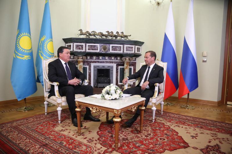 阿斯哈尔•马明在鞑靼斯坦会见俄罗斯政府总理梅德韦杰夫