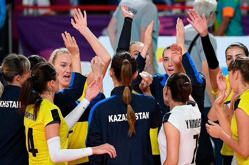 ЧА по волейболу: казахстанки обыграли соперниц из Индонезии