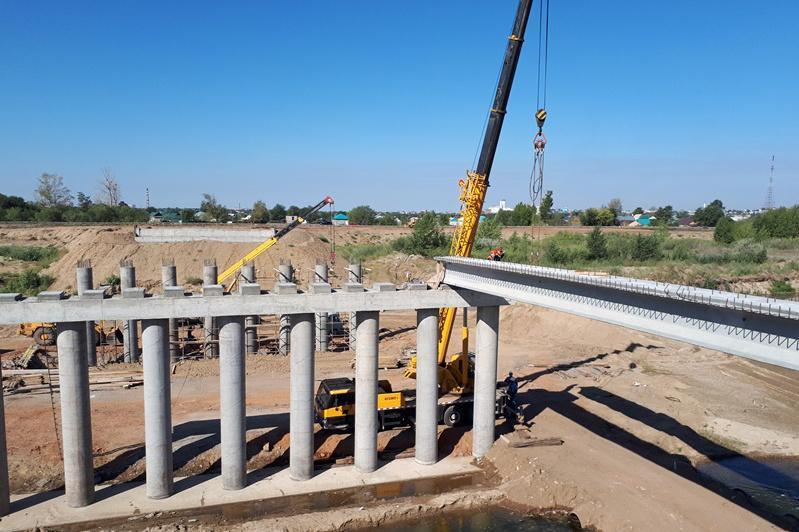 阿斯哈尔·马明视察阿克托别市环城公路建设项目
