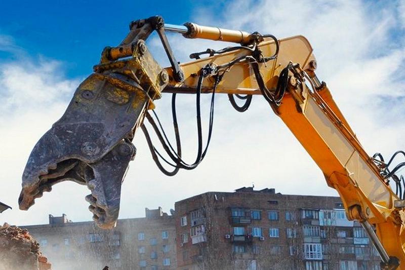 Аварийный дом хотят снести в Байконурском районе столицы