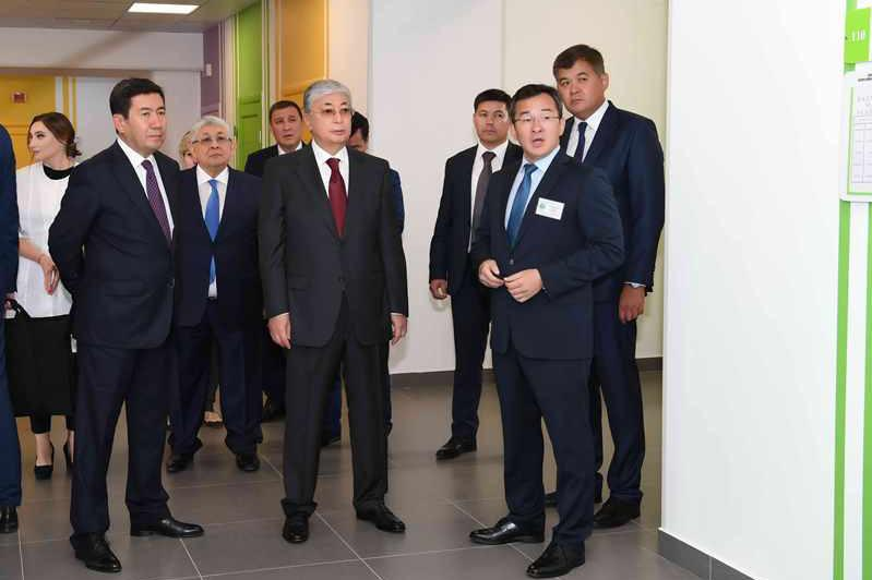 Kassym-Jomart Tokayev visits new outpatient hospital in Karaganda