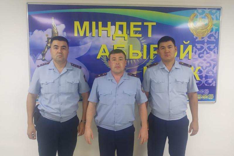 Қызылорда: Полицейлер 17 адамды өрттен құтқарды