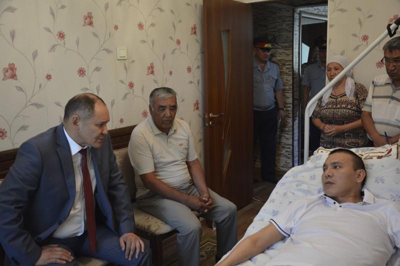 Квартиру получил прикованный к постели жамбылский полицейский