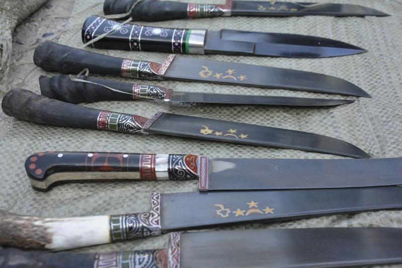 Иностранца с шестью мешками ножей задержали на границе Жамбылской области