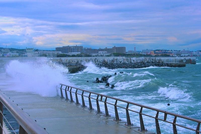 Китай объявил желтый уровень опасности из-за тайфунаБайлу