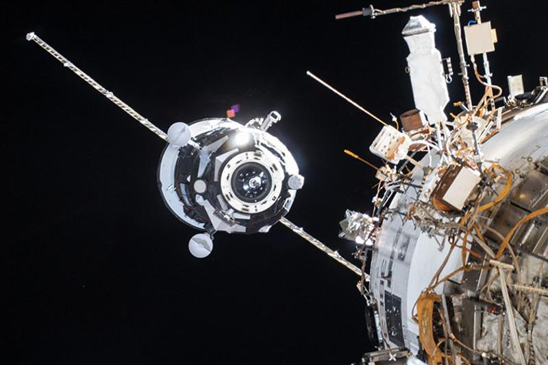 Робот Федор попал в космосе в сложную ситуацию