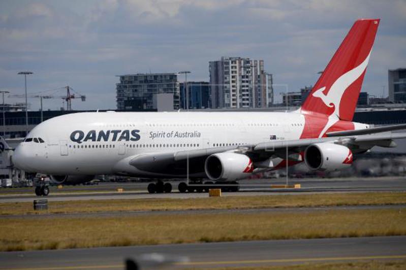 Qantas to test 19-hour non-stop flight toll on passengers, crew
