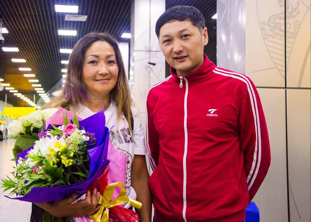 Ла-Манш бұғазын жүзіп өткен Әнел Сытдықова Алматыға келді
