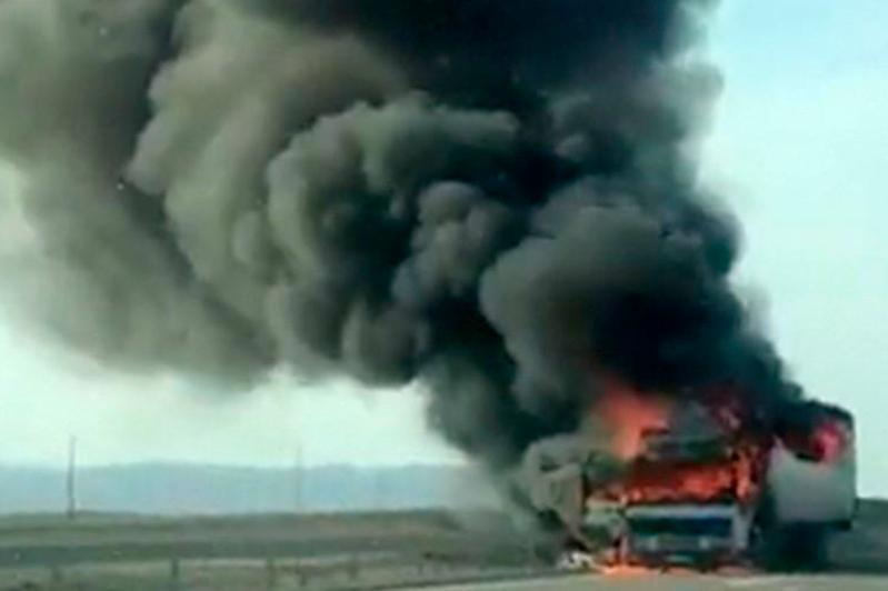 Фура сгорела на трассе в Мангистау