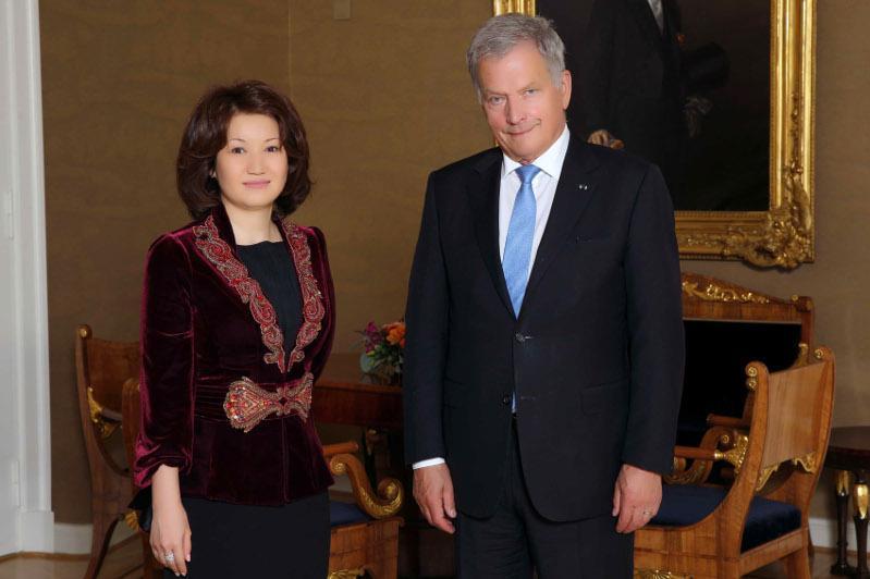 哈萨克斯坦大使向芬兰总统递交国书