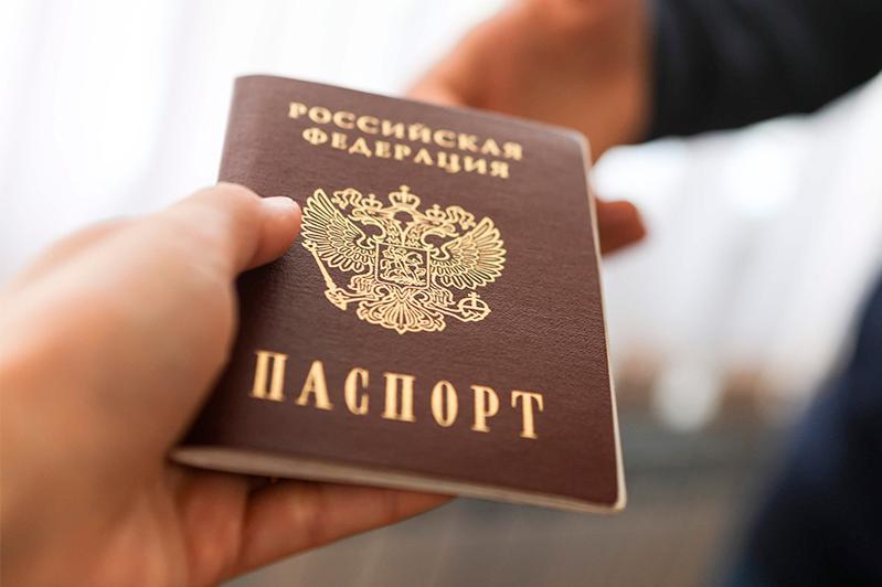 Кыргызстанца с паспортом россиянина задержали пограничники в аэропорту Алматы