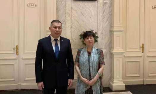 驻华大使努雷舍夫会见中国人民对外友好协会主席李小林