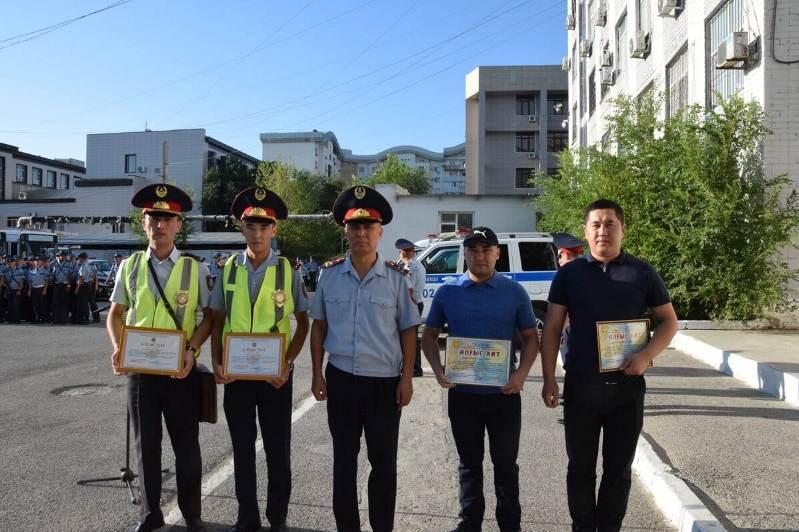 В Атырау наградили людей, которые помогли задержать педофила