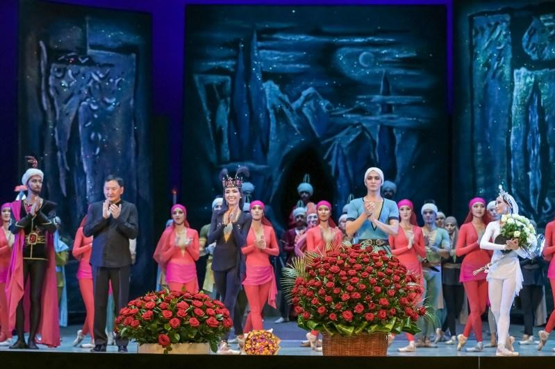 Овации и восторг: театр «Астана балет» представил «Легенду о любви» ташкентской публике