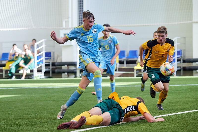 Первая юношеская команда Казахстана по футболу вышла в финал Кубка Президента РК