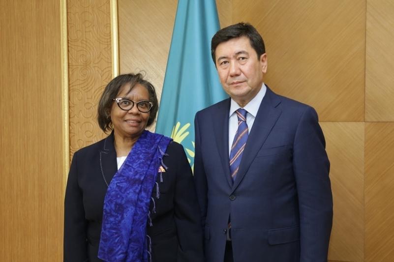 卡拉干达州州长会见南非大使