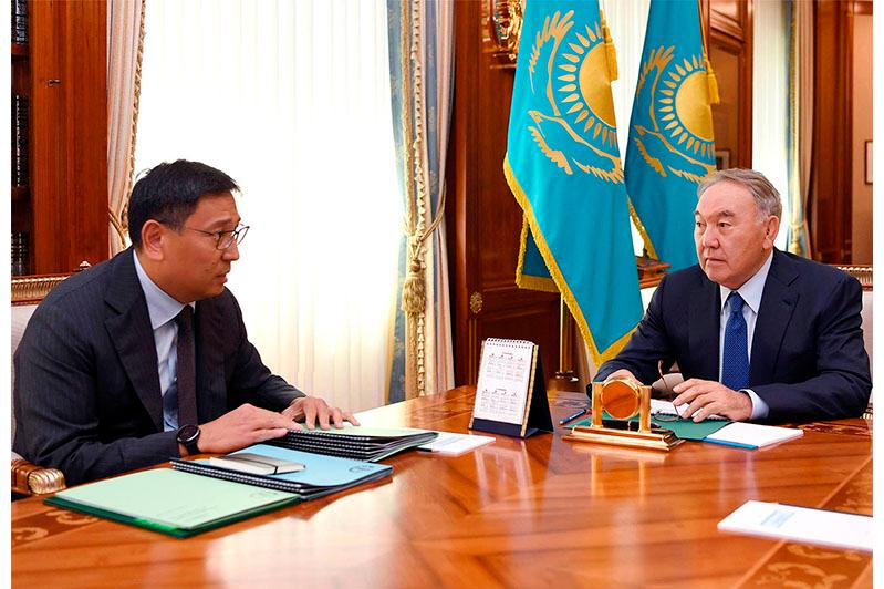 Nursultan Nazarbayev and National Bank chief discuss Kazakhstan's economy growth