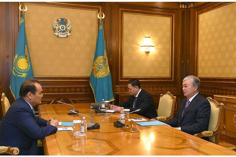 托卡耶夫总统会见突厥议会秘书长阿穆列夫