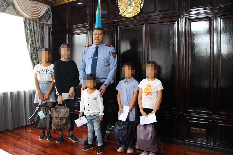 На 2 млн тенге оказали помощь нуждающимся школьникам актюбинские полицейские
