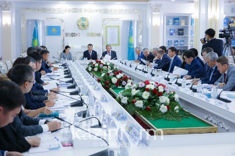 Astanada tsıfrlyq órkenıet dáýirindegi Konstıtýtsııanyń róli talqylandy