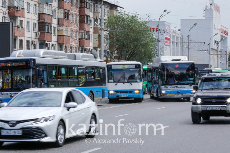 Ежедневно в Алматы на линию не выходит 10% автобусов – Бакытжан Сагинтаев