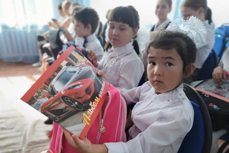 Более чем 200 детям помогли собраться в школу полицейские ВКО