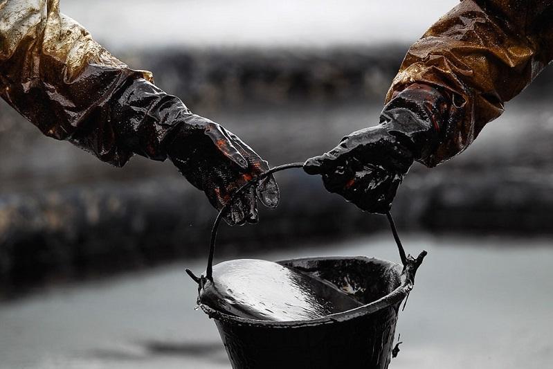 Более двух тысяч тонн нефти похитили члены ОПГ в Мангистау