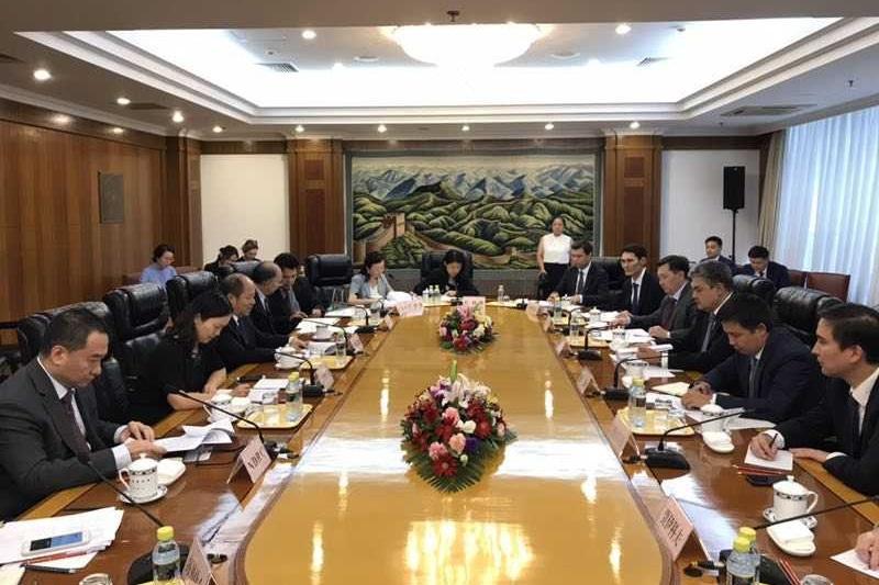 哈萨克斯坦副外长阔谢尔巴耶夫率团访问中国