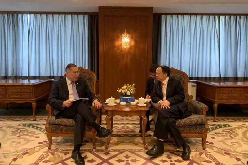 哈萨克斯坦驻哈大使会见中信集团董事长常振明