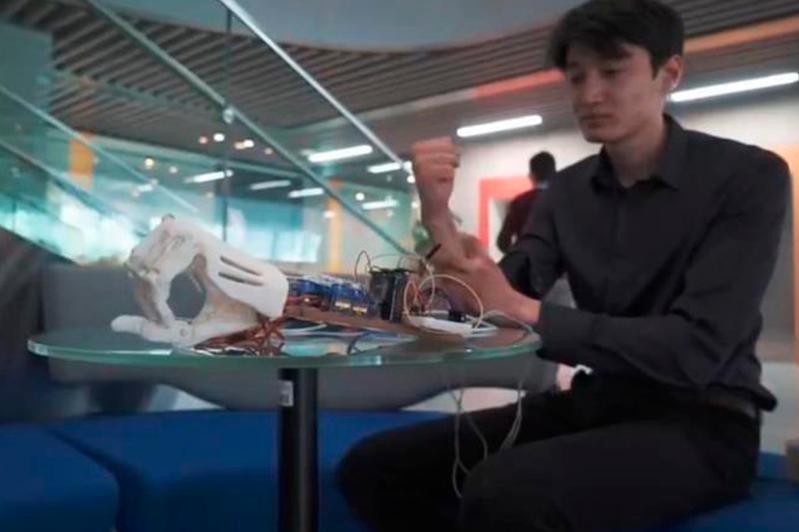 Павлодарлық өнертапқыш арзан әрі сапалы бионикалық протез шығарды
