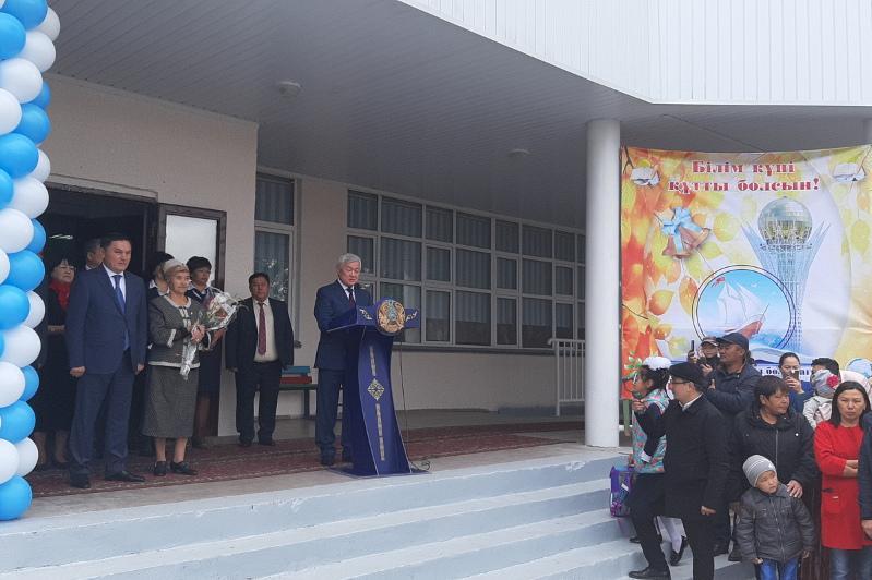 Сапарбаев Жібек жолы ауылындағы мектепте болды - Ақмола облысы