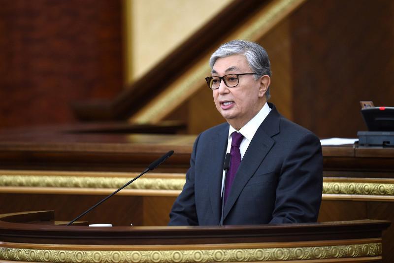 哈萨克斯坦总统托卡耶夫主持召开议会全体会议
