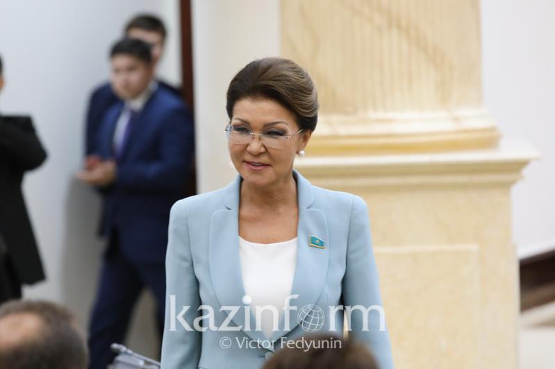 纳扎尔巴耶娃当选参议院议长