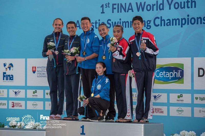 哈萨克斯坦运动员在花样游世青赛中获得金牌