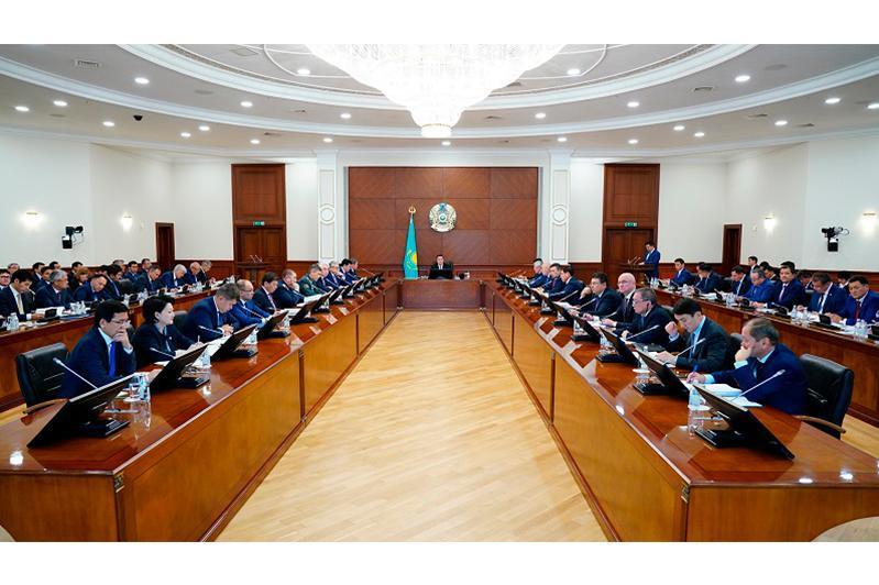 政府总理召开会议讨论最新国情咨文主要方向