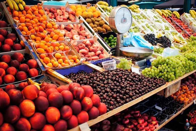 Свежие фрукты подешевели в Казахстане