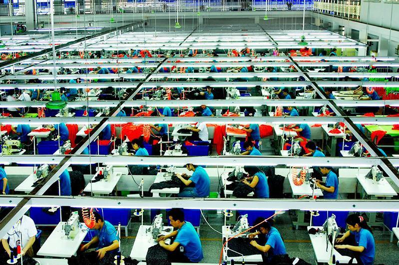 外交部:自中国搬迁旧工厂来哈国的说法纯属谣言